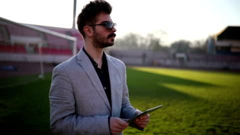 vidéos et rushes de expert de football - directeur