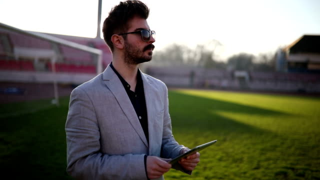 vidéos et rushes de expert de football - football