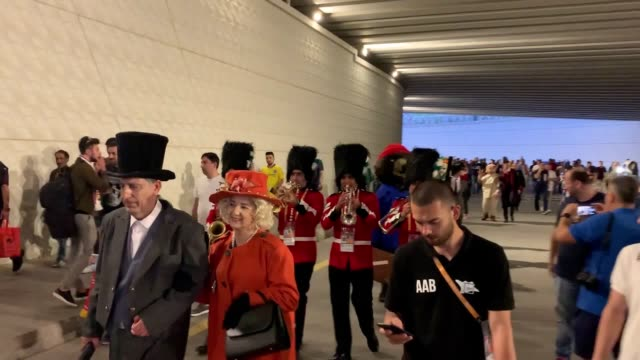 stockvideo's en b-roll-footage met football fans dressed as english icons such as harry potter, the beatles and paddington bear descend on baku ahead of the chelsea v arsenal europa... - english football association