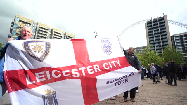 football fans drink outside wembley stadium ahead of the fa cup final on may 15, 2021 in london, england. a limited number of around 21,000 fans,... - refreshment stock videos & royalty-free footage