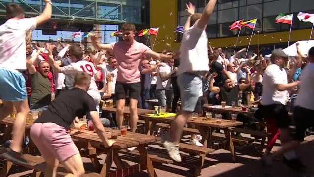 stockvideo's en b-roll-footage met football fans in newcastle celebrate an england goal in the england-panama world cup match, 24th june 2018. - newcastle upon tyne