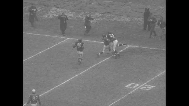 vídeos de stock e filmes b-roll de football game in progress with chicago bears in possession of ball quarterback ed brown is tackled /marching band parades on field in formation that... - terceiro quarto de tempo