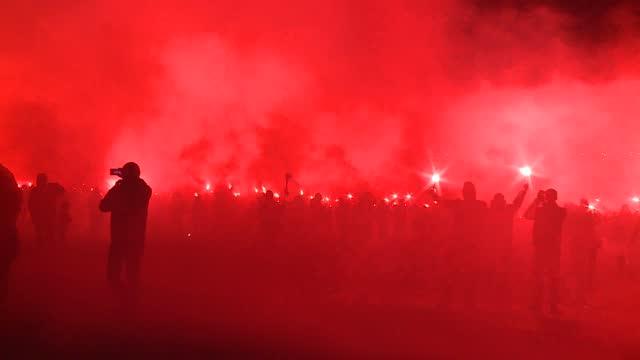 football hooligans riot - aggressione video stock e b–roll