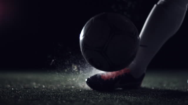 stockvideo's en b-roll-footage met football kick off - bal