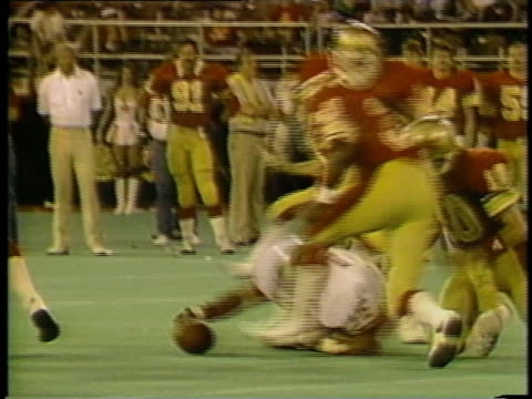 1983 montage slo mo ms ws football players from various usfl teams making penalties, bloopers and trick plays during games / usa - ausrutscher stock-videos und b-roll-filmmaterial