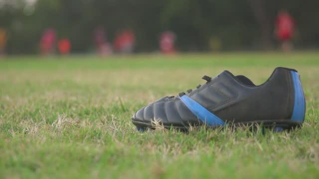 vídeos y material grabado en eventos de stock de práctica de fútbol - edificio de enseñanza