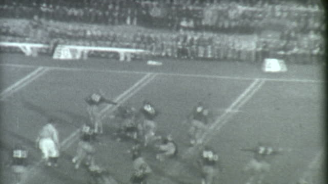 stockvideo's en b-roll-footage met football run archival - archival