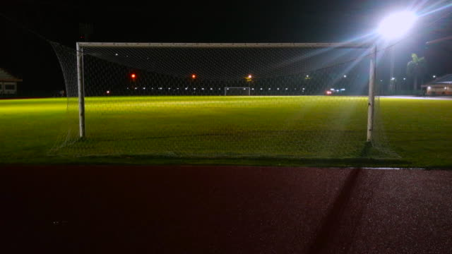 stockvideo's en b-roll-footage met voetbalstadion in de nacht - kaal
