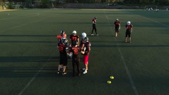 vídeos de stock e filmes b-roll de football team filmed with drone - cultura americana