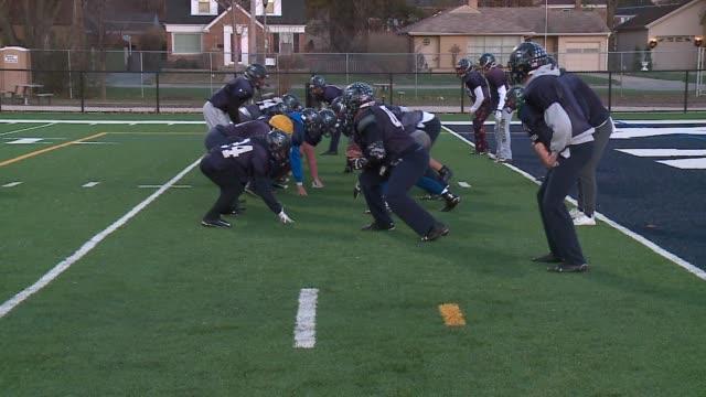 wgn football team practicing at elmhurst high school in chicago on november 19 2015 - notfallübung stock-videos und b-roll-filmmaterial