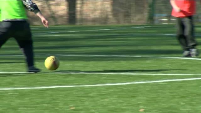 stockvideo's en b-roll-footage met football - training - spelkandidaat