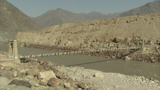 footbridge over indus river available in hd. - pakistan stock-videos und b-roll-filmmaterial