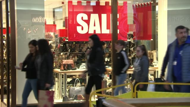 footfall lower than expected on boxing day sales england london knightsbridge ext shoppers running into harrod's entrance for boxing day sales int... - reduction stock videos and b-roll footage