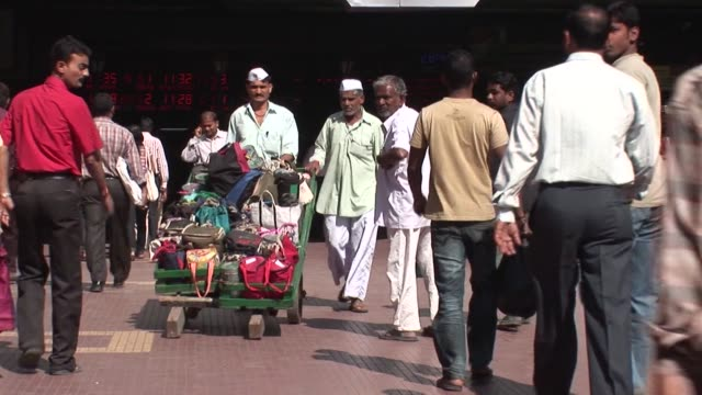 for 120 years mumbaiõs renowned lunchbox delivery-men have been criss-crossing the megacity to deliver fresh home-cooked meals to hungry office... - 50 seconds or greater stock videos & royalty-free footage