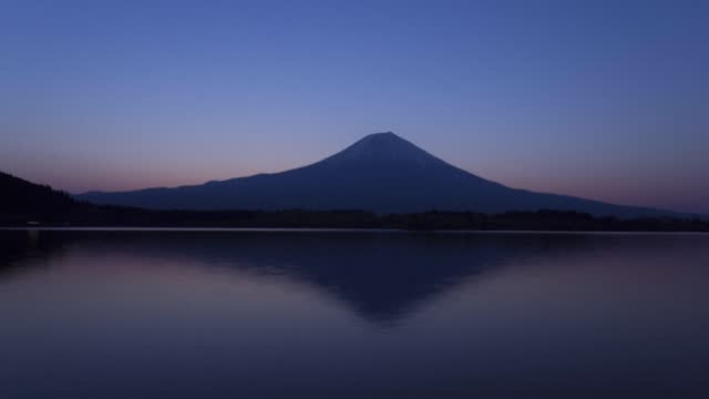 JPN: Japan's hikers return to Mount Fuji