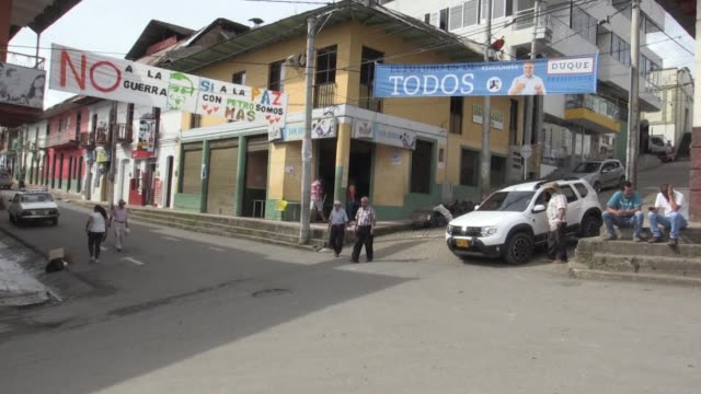 For political analyst Nicolas Liendo the campaign promises of Colombia's presidential candidates Gustavo Petro and Ivan Duque are opposed on many...
