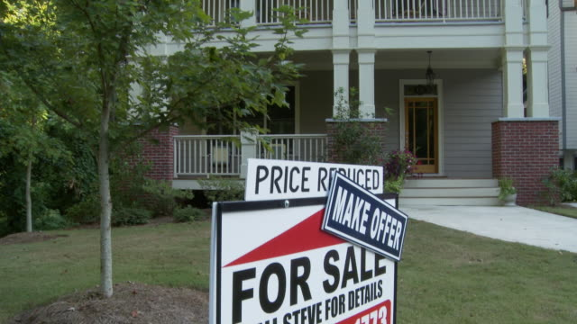 TD, MS, 'For sale, Price Reduced' sign in front of house, Atlanta, Georgia, USA