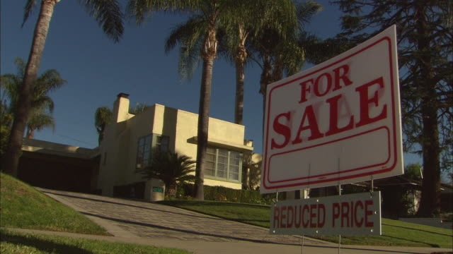 ms, 'for sale' sign in front of suburban house, studio city, los angeles, california, usa - fan palm tree stock videos & royalty-free footage