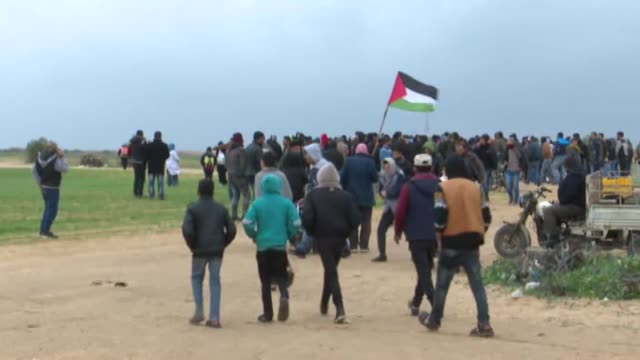 for the 40th consecutive friday palestinians converged along the gazaisrael buffer zone to take part in ongoing demonstrations against israel's... - gaza city stock videos & royalty-free footage