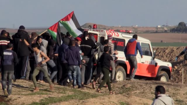 for the 43rd consecutive friday palestinians converged along the gazaisrael buffer zone to take part in ongoing demonstrations against israel's... - gaza city stock videos & royalty-free footage