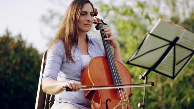 vidéos et rushes de pour l'amour de la musique, pour l'amour de l'art - violoncelle