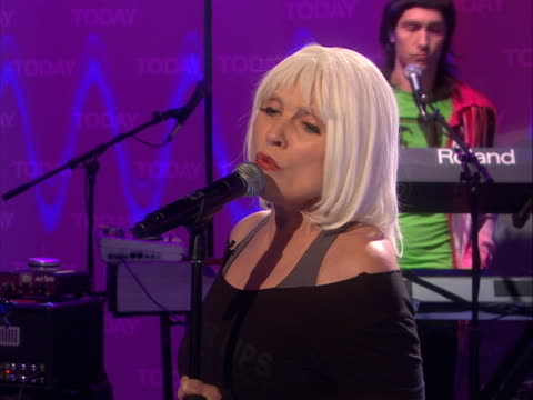 vídeos y material grabado en eventos de stock de for today show concert footage please contact nbc universal archives singer deborah harry and blondie make a comeback, performing their new hit... - music or celebrities or fashion or film industry or film premiere or youth culture or novelty item or vacations