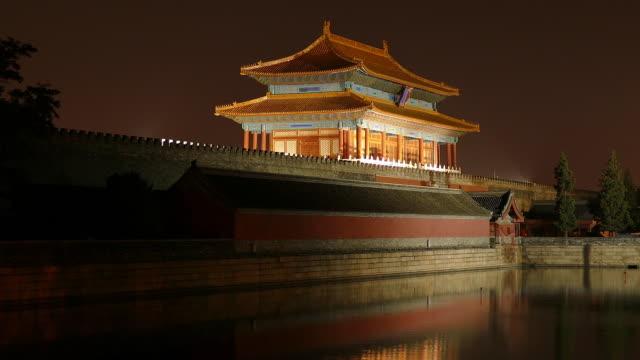 forbidden city at night, beijing, china - 堀点の映像素材/bロール