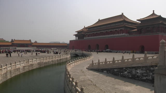 ws forbidden city with tourists / beijing, china - courtyard stock videos & royalty-free footage