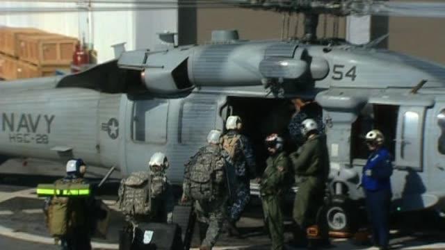 vídeos de stock e filmes b-roll de us forces board waiting helicopter following devastating earthquake haiti 22 january 2010 - hispaniola