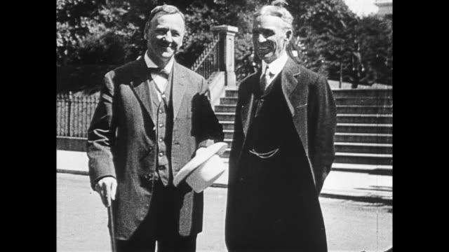 ford poses with secretary of the navy, josephus daniels - ヘンリー・フォード点の映像素材/bロール