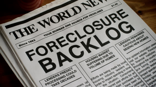 stockvideo's en b-roll-footage met foreclosure headline - informatiebord