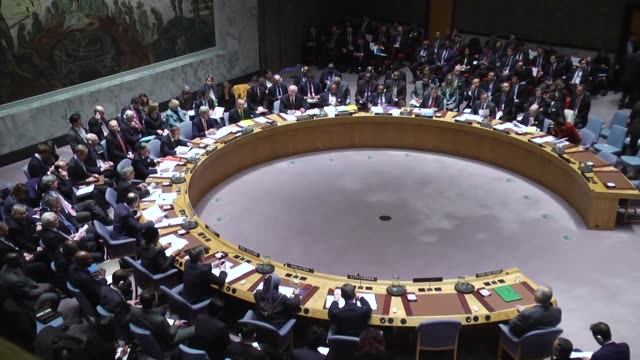 Foreign ministers vote during a UN Security Council meeting on Syria at the United Nations on December 18 2015 The UN Security Council on Friday...