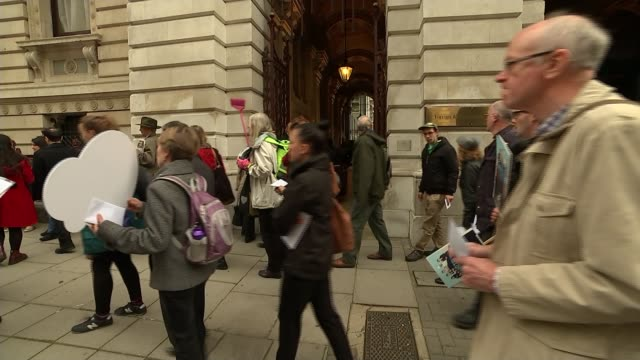 foreign office cleaners disciplined after seeking pay rise ext campaigners from living wage foundation along protesting outside foreign office... - hilary benn stock-videos und b-roll-filmmaterial