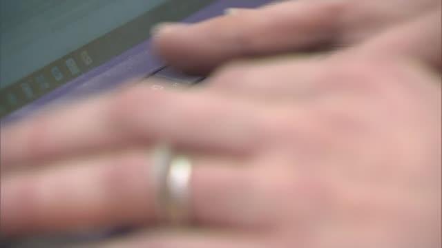 vidéos et rushes de foreign patients to pay up front for nhs treatment foreign patients to pay up front for nhs treatment essex colchester general hospital dawn... - nhs anglais