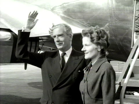 foreign secretary anthony eden and his wife clarissa pose for photographers at london aiport before boarding their flight 1954 - clarissa eden stock videos and b-roll footage