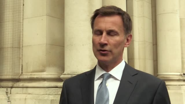 "vídeos de stock e filmes b-roll de foreign secretary jeremy hunt has said the seizing of a ukflagged tanker by iran ""raises very serious questions about the security of british... - porta voz masculino"