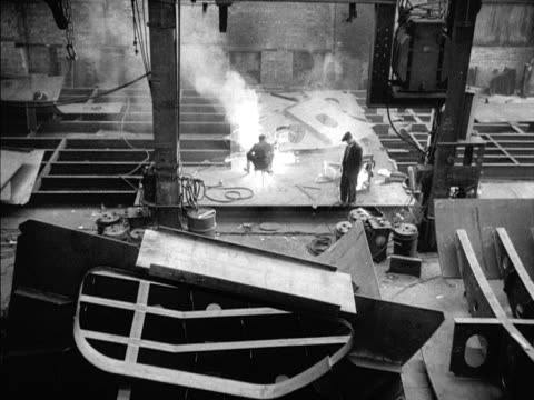 a foreman supervises a welder at work at the port glasgow shipyard - shipbuilder stock videos & royalty-free footage