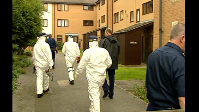 forensic pathologist accused of professional incompetence by gmc september 2002 / xyz16304 forensic police officers at scene where body of maja... - pathologist stock videos and b-roll footage