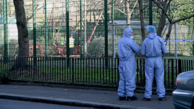 vídeos de stock, filmes e b-roll de forensic police officers attend the marcus lipton youth club in minet road southwest london after a 23yearold man was fatally stabbed yesterday on... - southwest usa
