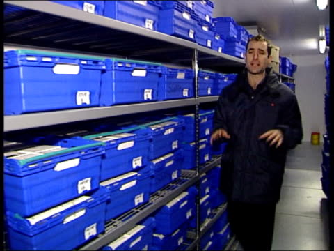 vidéos et rushes de forensic scientists develop new tecniques richard pinchin interview sot there has to be a correlation in certain circumstances between surname and... - graham hill