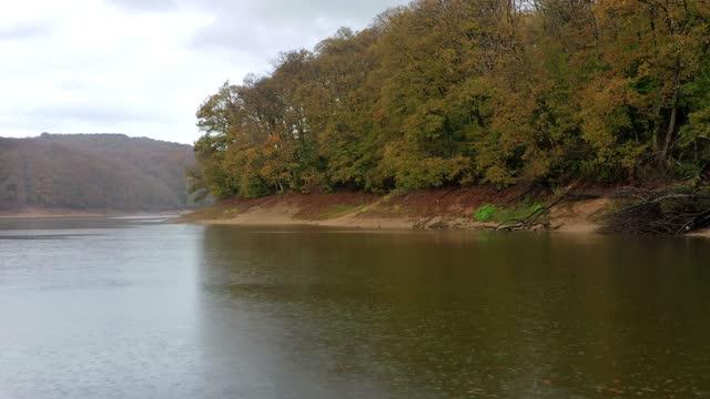 waldsee-drohne - türkei stock-videos und b-roll-filmmaterial