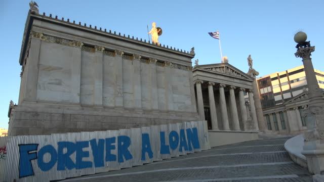 """forever a loan"" graffiti on the academy of athens greece - ギリシャ国旗点の映像素材/bロール"