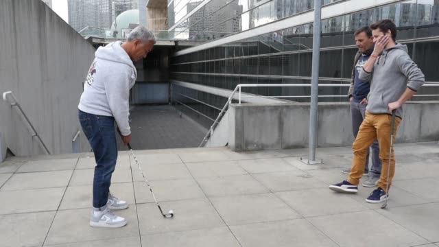 forget the green fans of street golfing take to the streets of paris's business district la défense creating their own course and teeing off on the... - gedächtnisstütze stock-videos und b-roll-filmmaterial