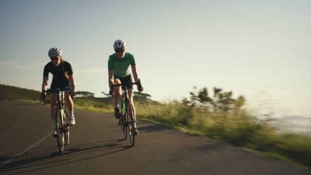 stockvideo's en b-roll-footage met vergeet uw saaie routine en buiten te krijgen - wedstrijdsport