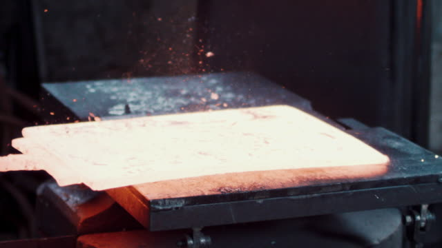 forging press hitting metal - stahl stock-videos und b-roll-filmmaterial