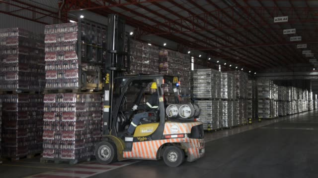 a forklift places pallets of beer into a truck at ambev beer plant on july 17th lages santa catarina's state brazil shots wide shots of a forklift... - südbrasilien stock-videos und b-roll-filmmaterial