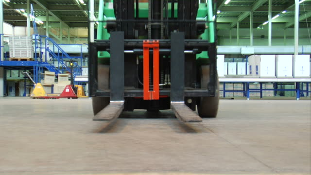 stockvideo's en b-roll-footage met forklift - heftruck