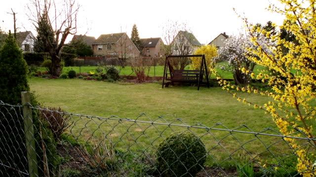 vídeos y material grabado en eventos de stock de crane up: formal garden - formal garden