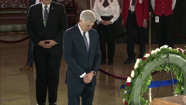 former and current members of congress trump cabinet officials and supreme court justices sonia sotomayor and neil gorsuch visit the capitol rotunda... - 光栄点の映像素材/bロール