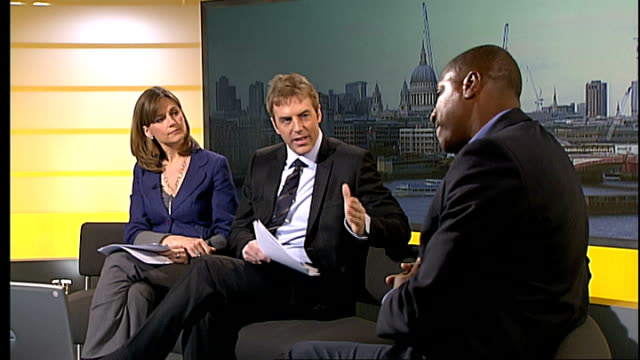 vidéos et rushes de former arsenal and england player viv anderson interviewed england london gir int viv anderson live studio interview sot on the title of his... - autobiographie